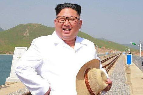 El dictador norcoreano no estaría muerto, sino vacacionando en una playa.