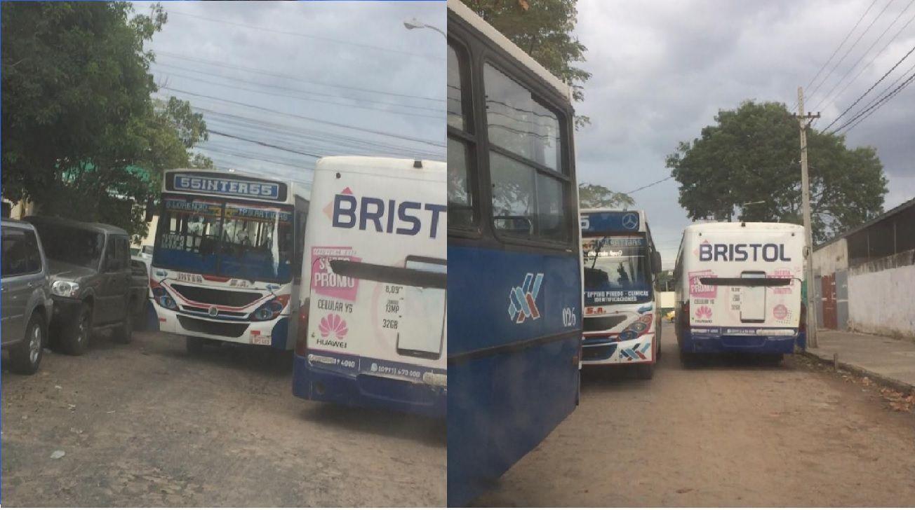 Los buses de la empresa Inter, tomaron la calle Altos como propiedad privada.