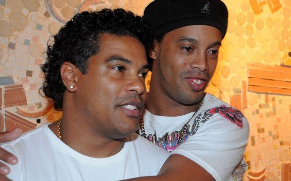 El caso de documentos truchos sigue sin definirse para Ronaldinho y su hermano. Aunque hay versiones que pueden quedar libres.