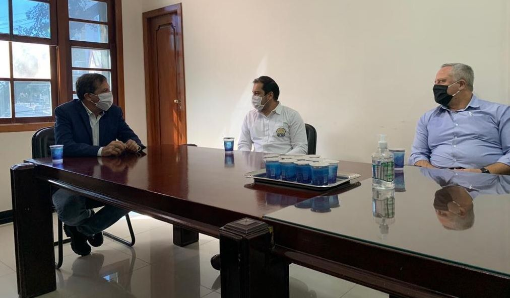 Reactivar la economía en tiempo de pandemia. Miguel Prieto y Chico Brasileiro se reunieron en Foz de Iguazú.