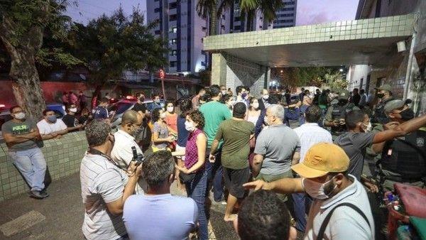 Manifestantes religiosos intentaron impedir el aborto de la niña violada en Brasil.