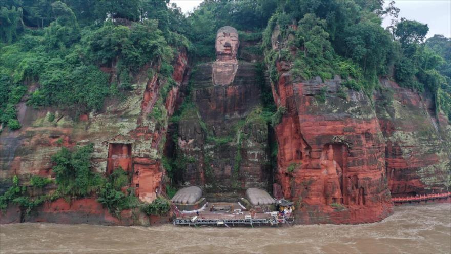 En China llovió tanto que las inundaciones llegan a amenazar al Buda gigante de Leshan.