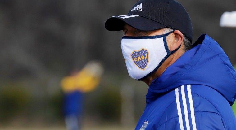 El técnico de Boca Miguel Russo se aisló por pertenecer al grupo de riesgo.