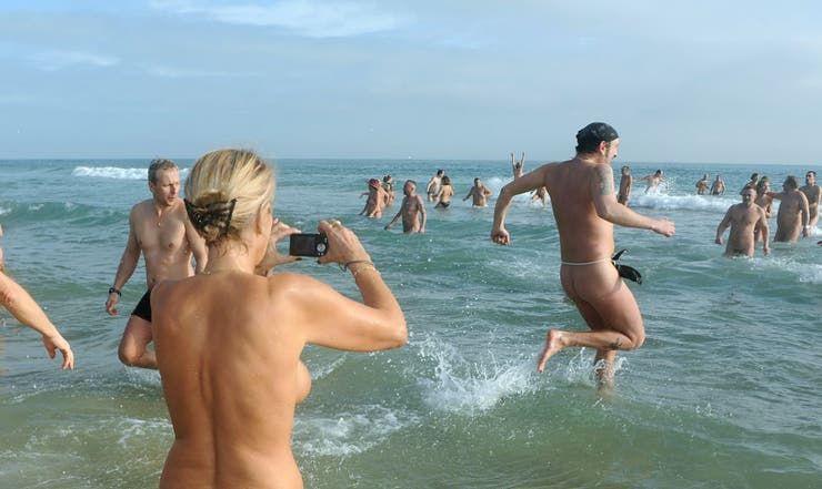 La fiesta en donde estaban desnudos provocó un rebrote de coronavirus.