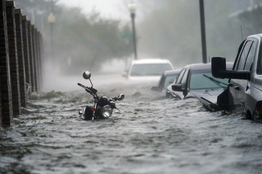 Huracán Sally arrasó con todo a su paso. Dejó dejó bajo agua autos y motos