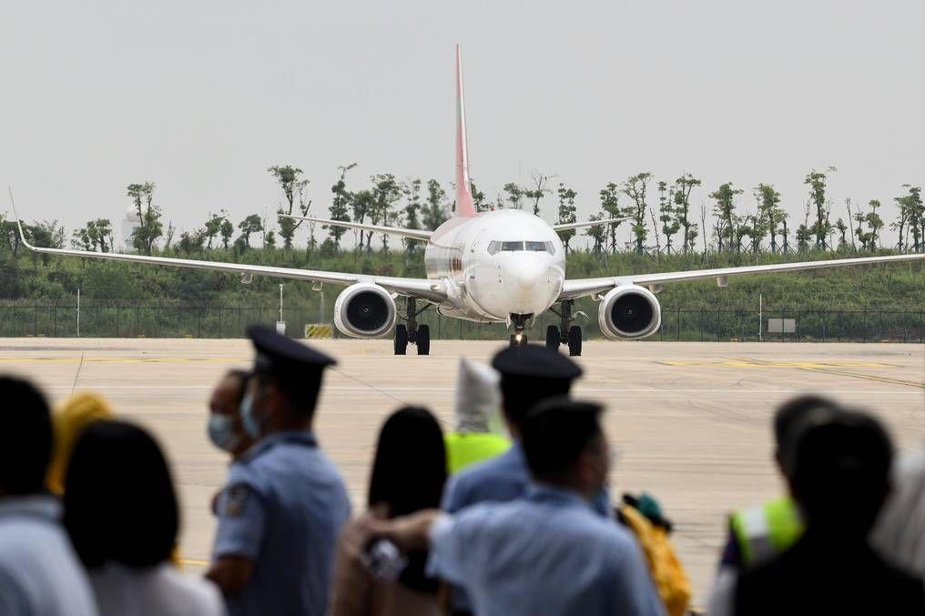Wuhan recibió el primer vuelo internacional después de 8 meses.