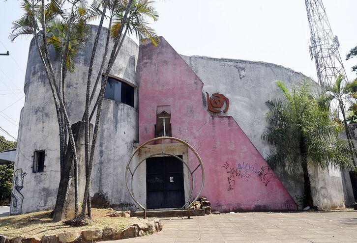 Caracol Dance fue lugar de la sociedad opulenta paraguaya. Hoy se volvió escombros.