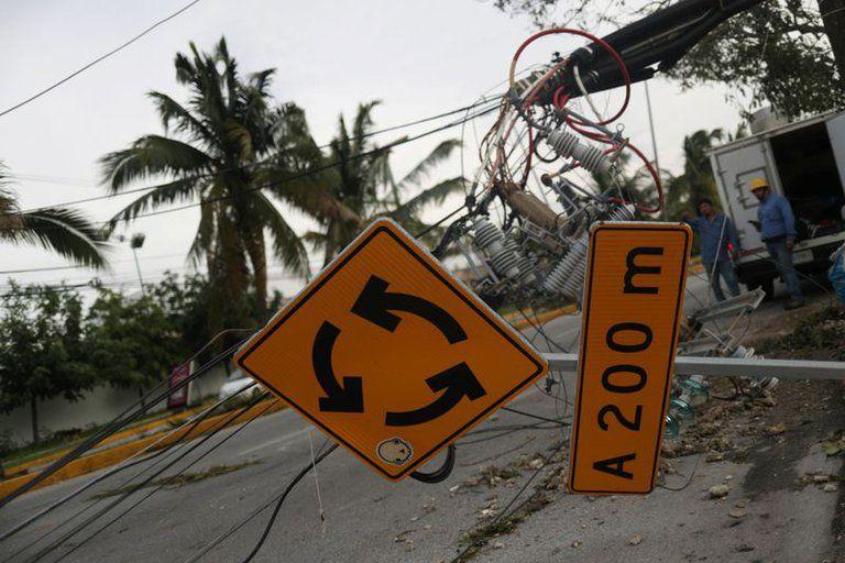 El huracán Delta tocó tierra en México y ahora va a Estados Unidos.