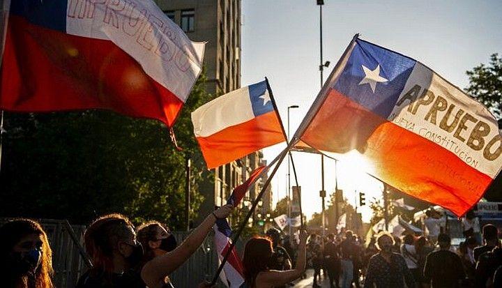 En Chile aprobaron cambiar la Constitución Nacional un año después del estallido social.