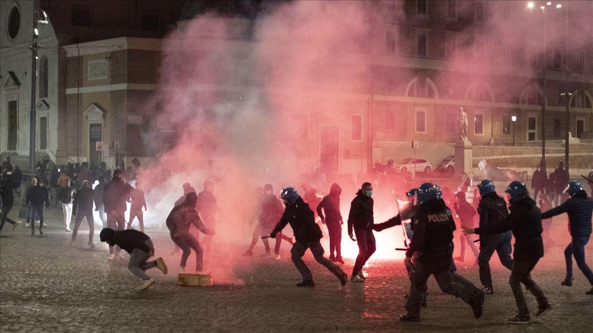 Enfrentamientos en Roma entre manifestantes y la policía.