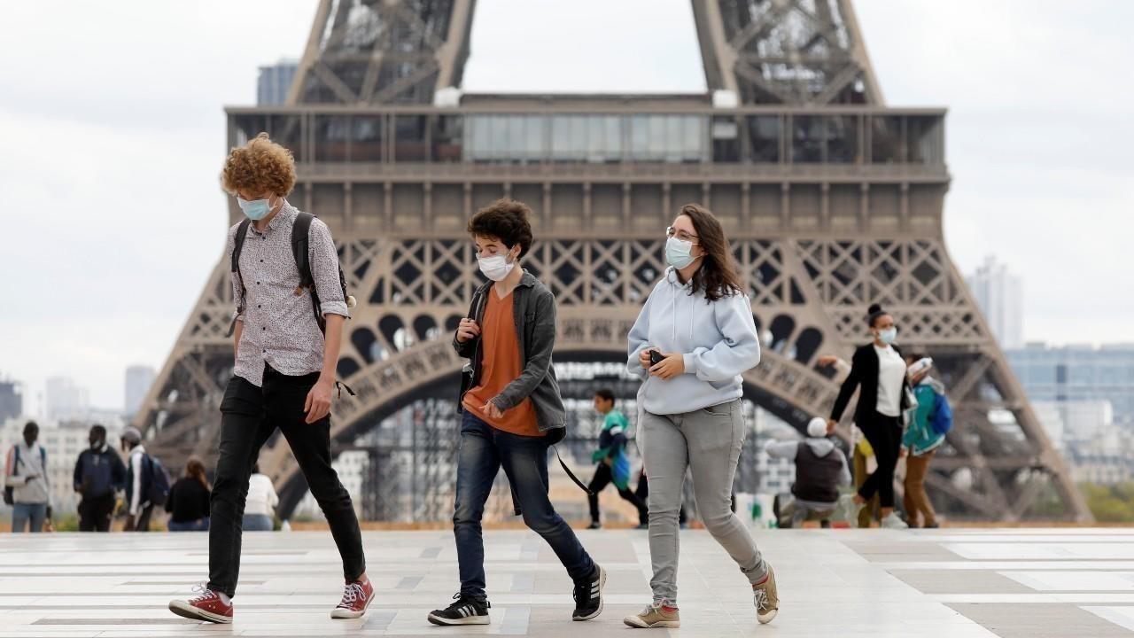 En Francia temen la segunda ola y se aislarán casi un mes.