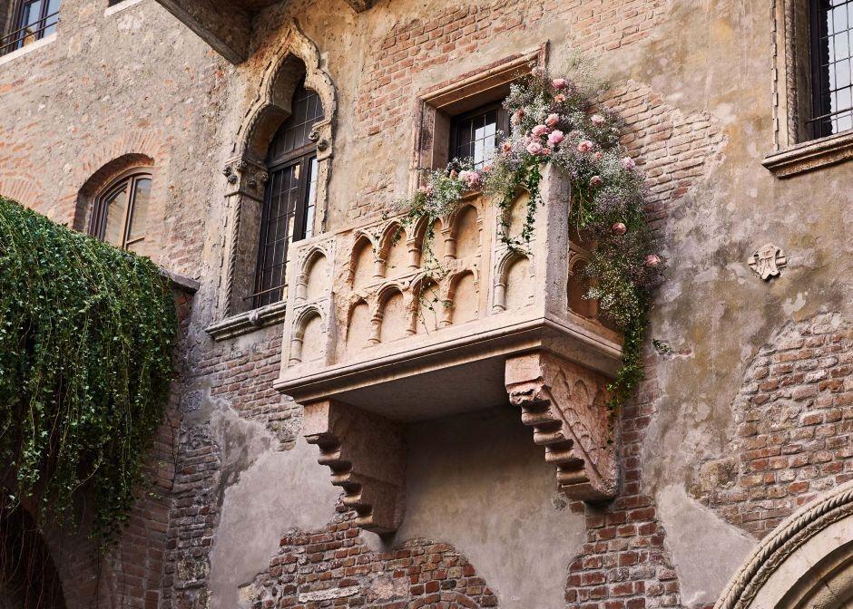 El famoso balcón de Romeo y Julieta en Verona, ciudad hoy golpeada también por el coronavirus