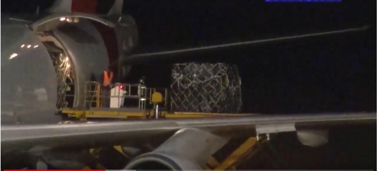 Cierre total para aviones de pasajeros. Solo los cargueros pueden aterrizar por la emergencia.