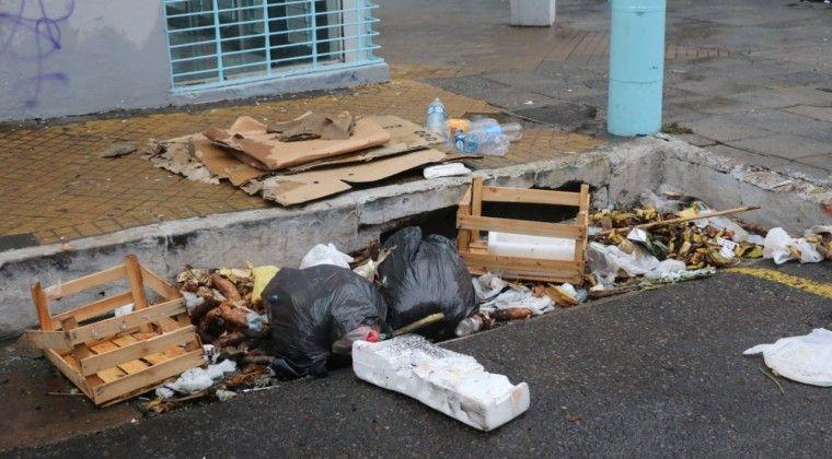 Los campesinos se marcharon lentamente de Asunción dejando a la vista más basura de lo habitual.