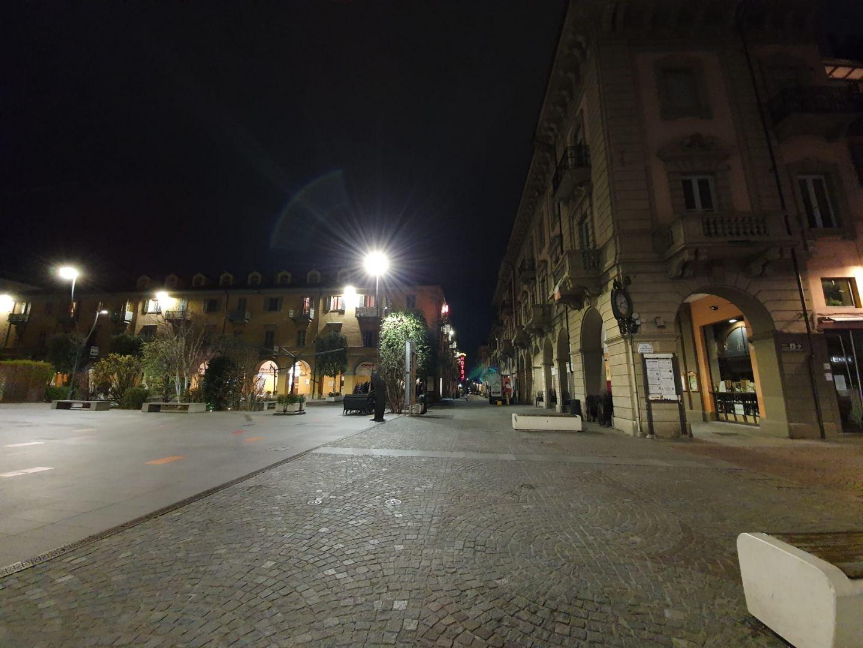 Calles vacías por el coronavirus. La gente vive encerrada en sus casas