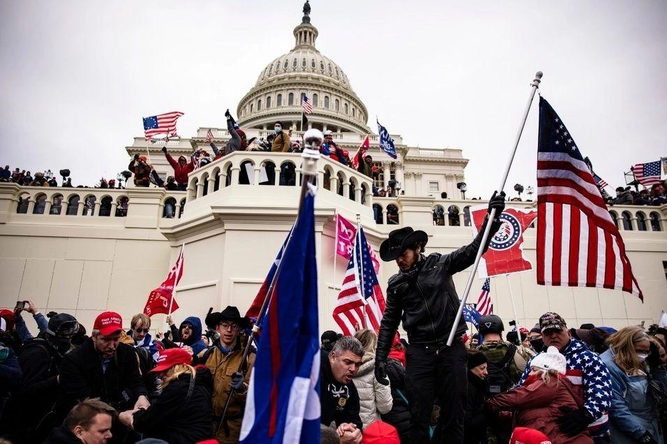 Una turba trumpista invadió el Capitolio para evitar la confirmación de Joe Biden.