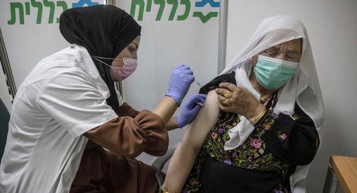Israel lidera las vacunaciones contra el coronavirus a nivel mundial pero también tiene miles de hospitalizados.