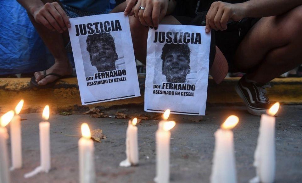 El crimen de Fernando Báez Sosa en Villa Gesell conmueve por la brutalidad de los diez rugbiers implicados y por la impunidad y violencia con la que golpearon.