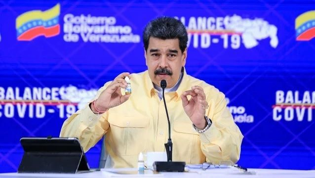 Nicolás Maduro enfrenta al coronavirus con medicina alternativa no corroborada científicamente.