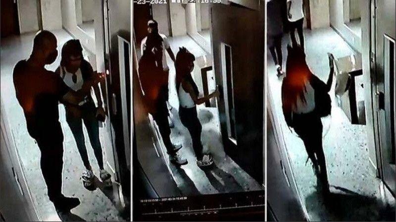 El momento en el que la mujer acusada por el robo entra al edificio acompañado de dos cómplices. La víctima dormía.