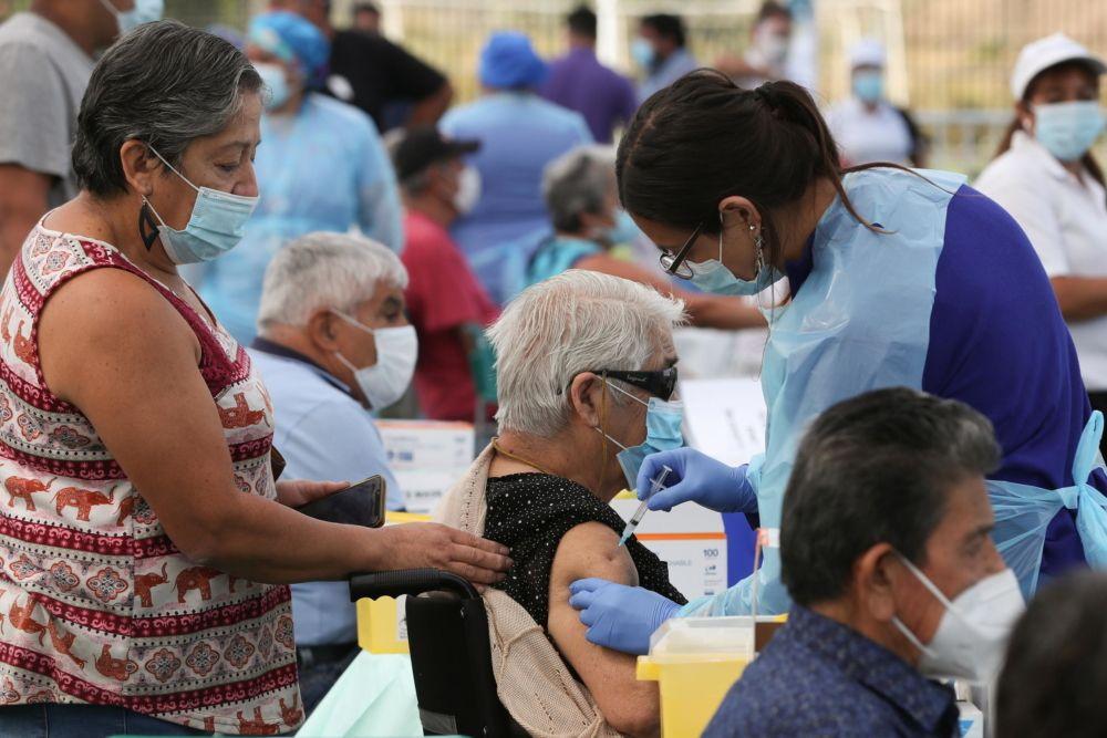 A nivel mundial Chile está en el tapete por vacunar rápido contra el virus.