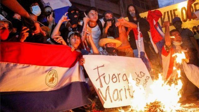 A un año del encierro obligatorio, la gente sale a las calles a reclamar el desgobierno.