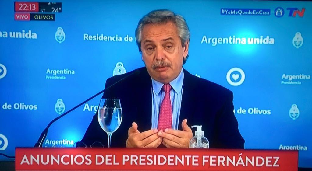 Imagen del canal argentino TN cuando el presidente anunciaba la continuidad de la cuarentena.