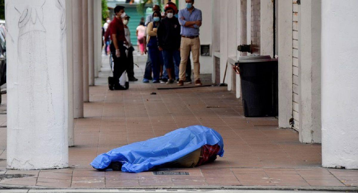 En Guayaquil los cuerpos yacían en las calles por colapso de funerarias.